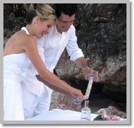 couple doing sand ceremony in wedding