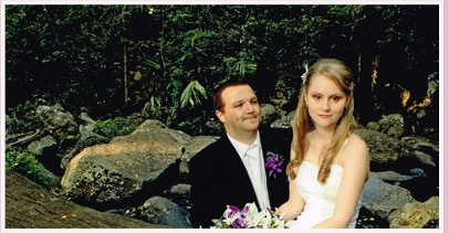 couple marrying at Cedar Creek Lodges, Mount Tamborine